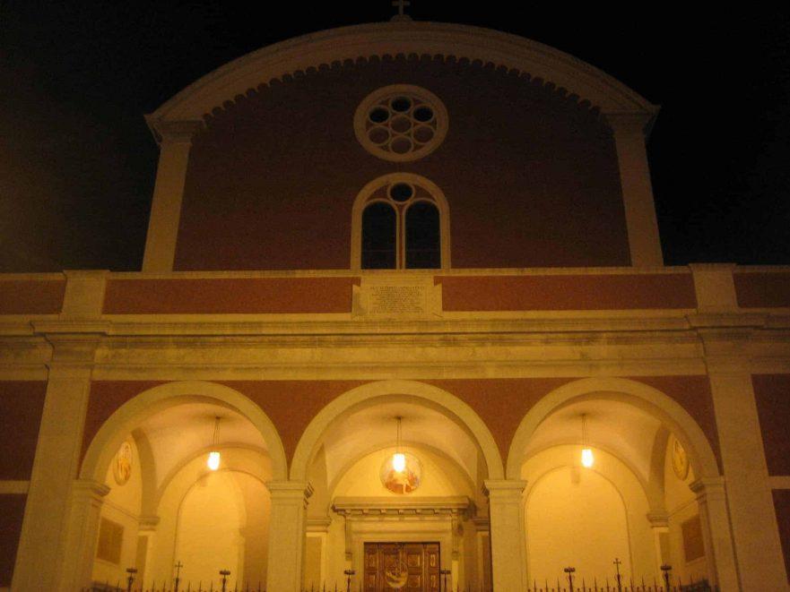 Facciata della Chiesa di Montuzza - Trieste a mezzanotte